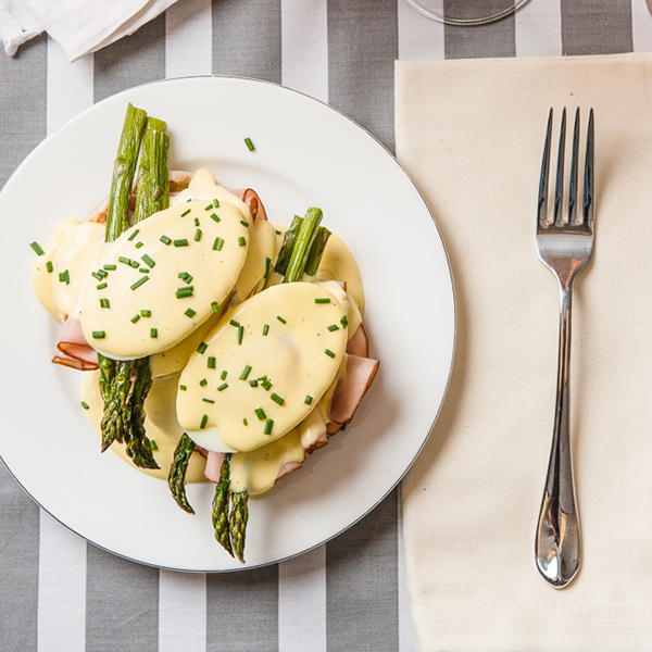 eggs-benedict-with-asparagus-9