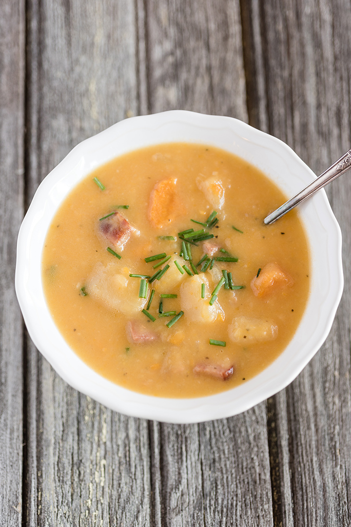 Slow Cooker Chunky Loaded Potato and Ham Soup | @hamiltonbeach
