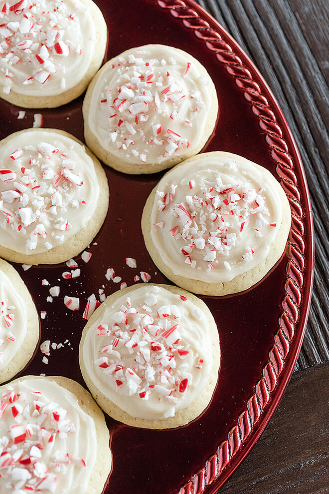 Sugar Cookies with Cream Cheese Peppermint Frosting | @hamiltonbeach