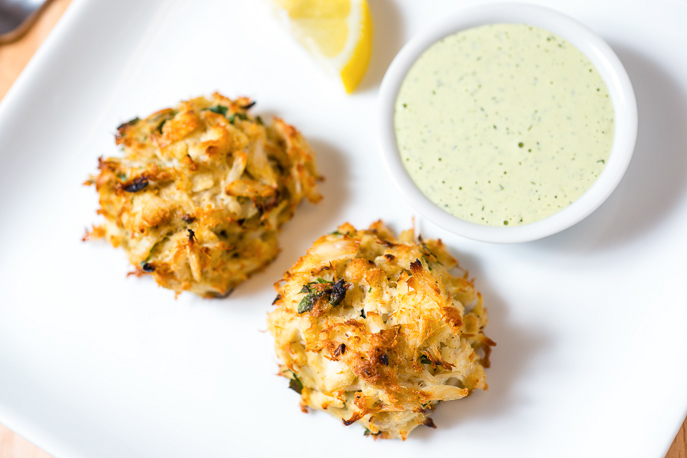 Broiled Maryland-Style Crabcakes with Creamy Herb Sauce from Everyday Good Thinking, the official blog of @hamiltonbeach