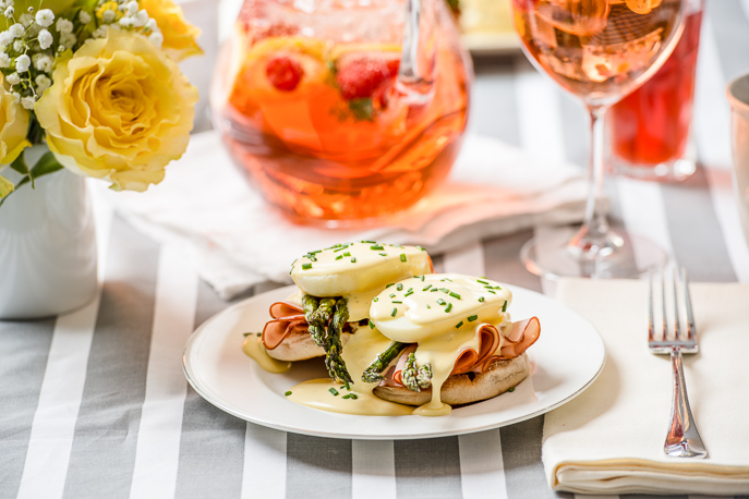 Eggs Benedict with Asparagus - easy poached eggs and blender hollandaise - from Everyday Good Thinking, the official blog of @HamiltonBeach #brunch