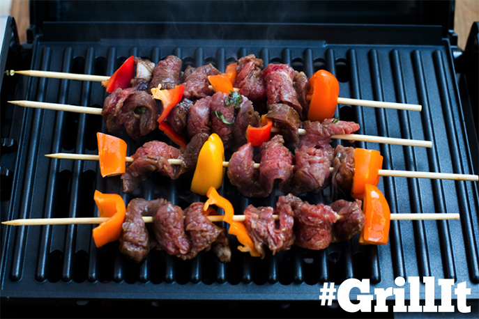 Grilled Steak Kabobs on the @hamiltonbeach Searing Grill - recipe from @ohsweetbasil on Everyday Good Thinking