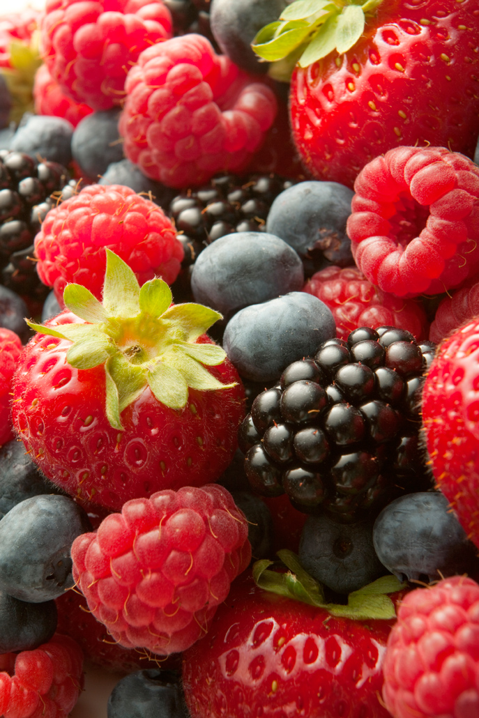 How to Clean and Store Berries - perfect for summer, now that berries are popping up at the farmers markets!