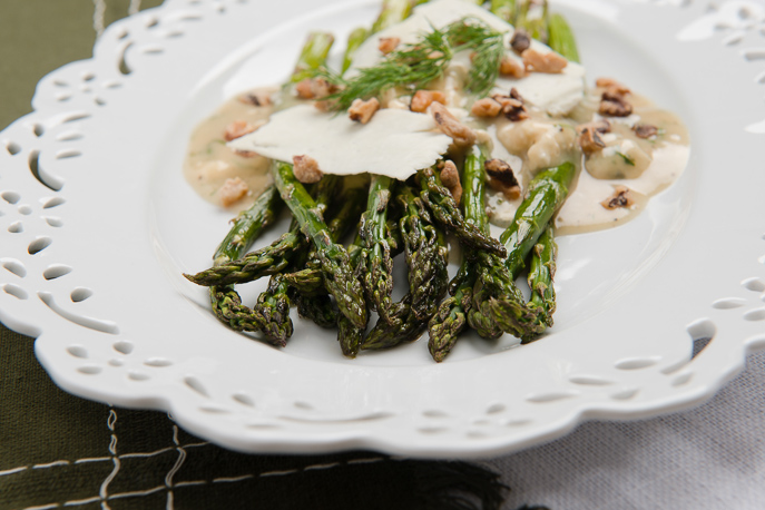 Roasted Asparagus with Blue Cheese Vinaigrette | Everyday Good Thinking - the official blog of @hamiltonbeach