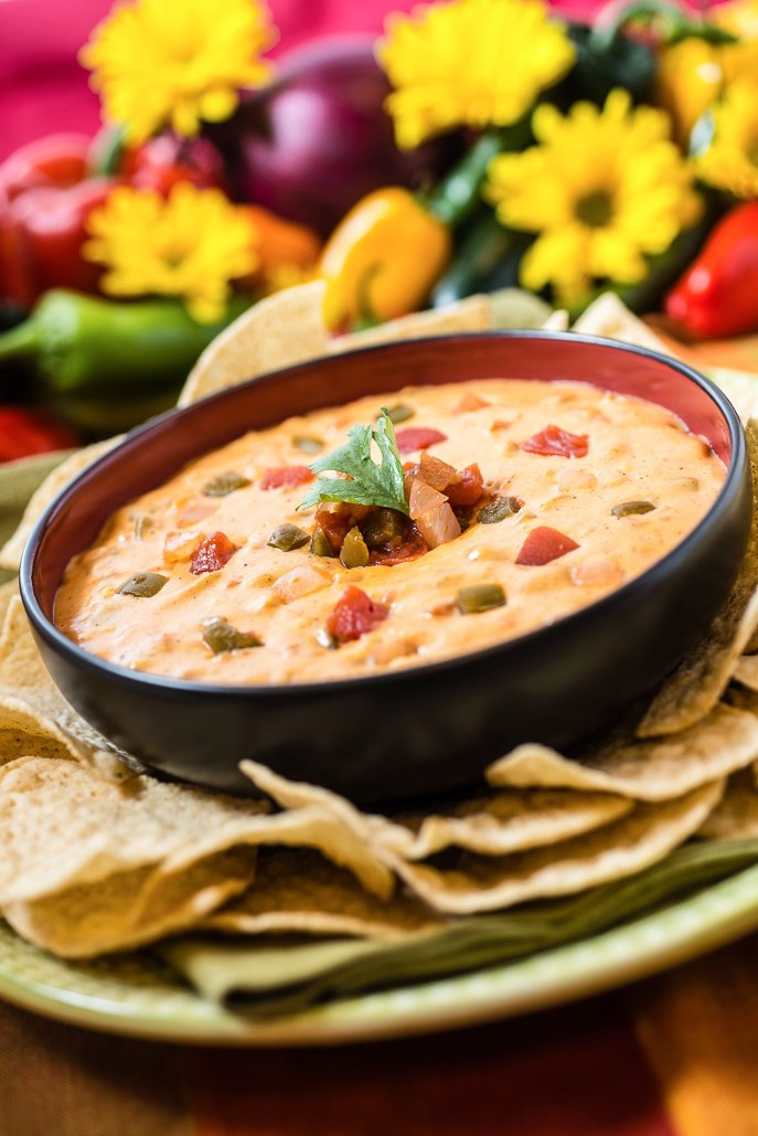 Slow Cooker Salsa con Queso - the perfect football appetizer! - from Everyday Good Thinking, the official blog of @hamiltonbeach