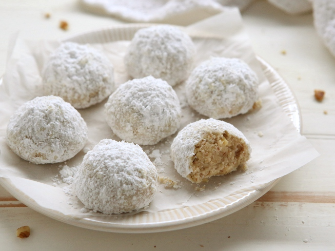 Walnut Snowball Cookies from Everyday Good Thinking, the official blog of @hamiltonbeach