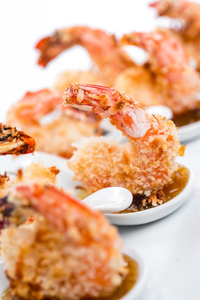 Baked Coconut Shrimp with Curried Chutney Dipping Sauce is a healthier spin on a fried classic! From Everyday Good Thinking, the official blog of @hamiltonbeach