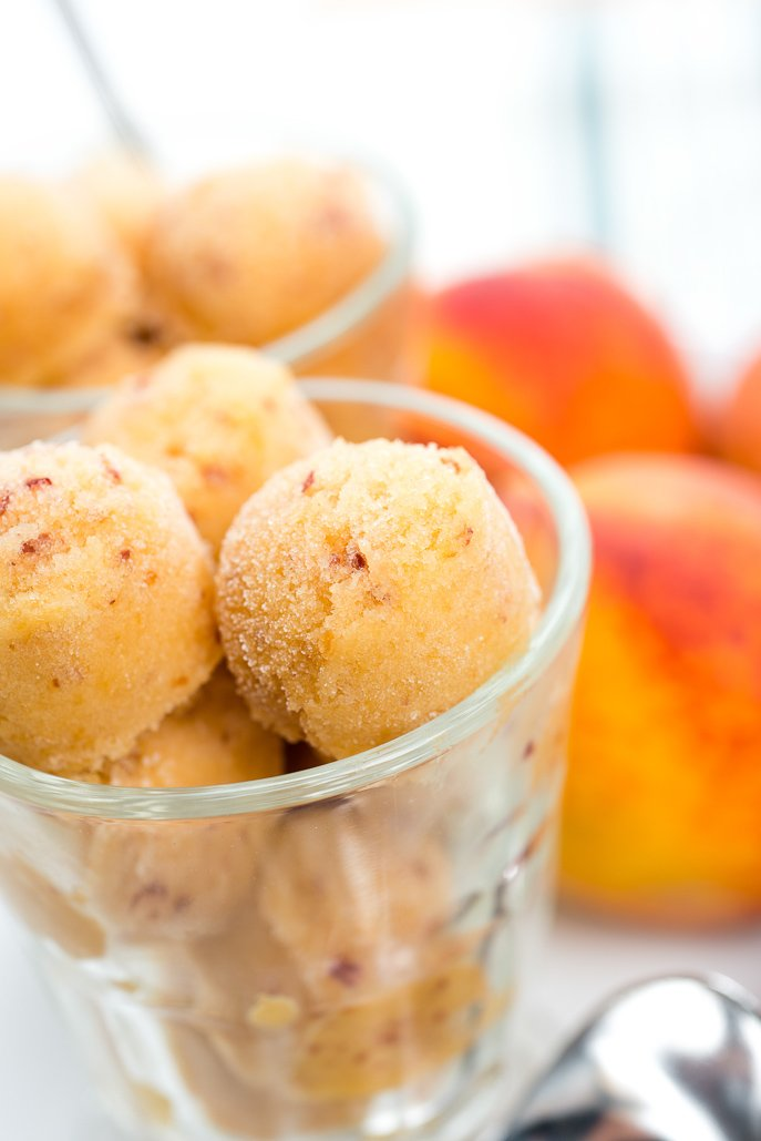 Non-Dairy Peach Frozen Dessert from Everyday Good Thinking makes for a perfect healthy vegan treat! @hamiltonbeach