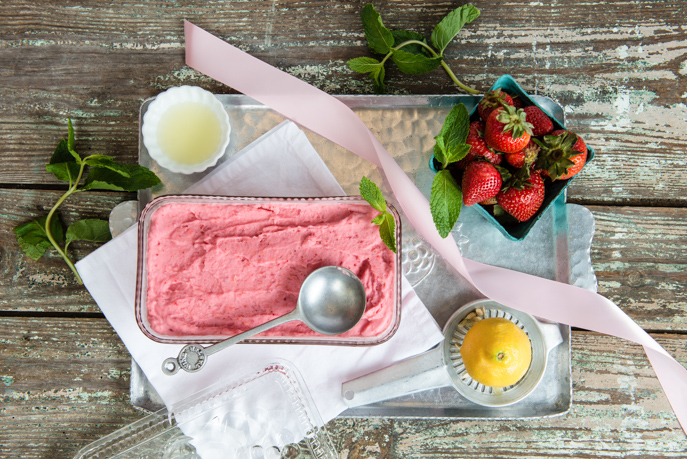 Strawberry Lemon Frozen Yogurt - perfect healthy sweet treats for summer! from Everyday Good Thinking, the official blog of @hamiltonbeach